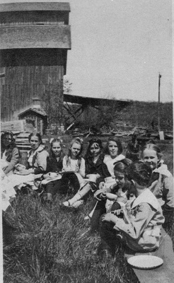 Lyon children in front of Big Barn